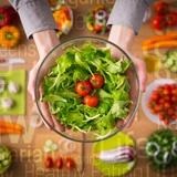 Ernährung mit grünem Salat bei Morbus Bechterew