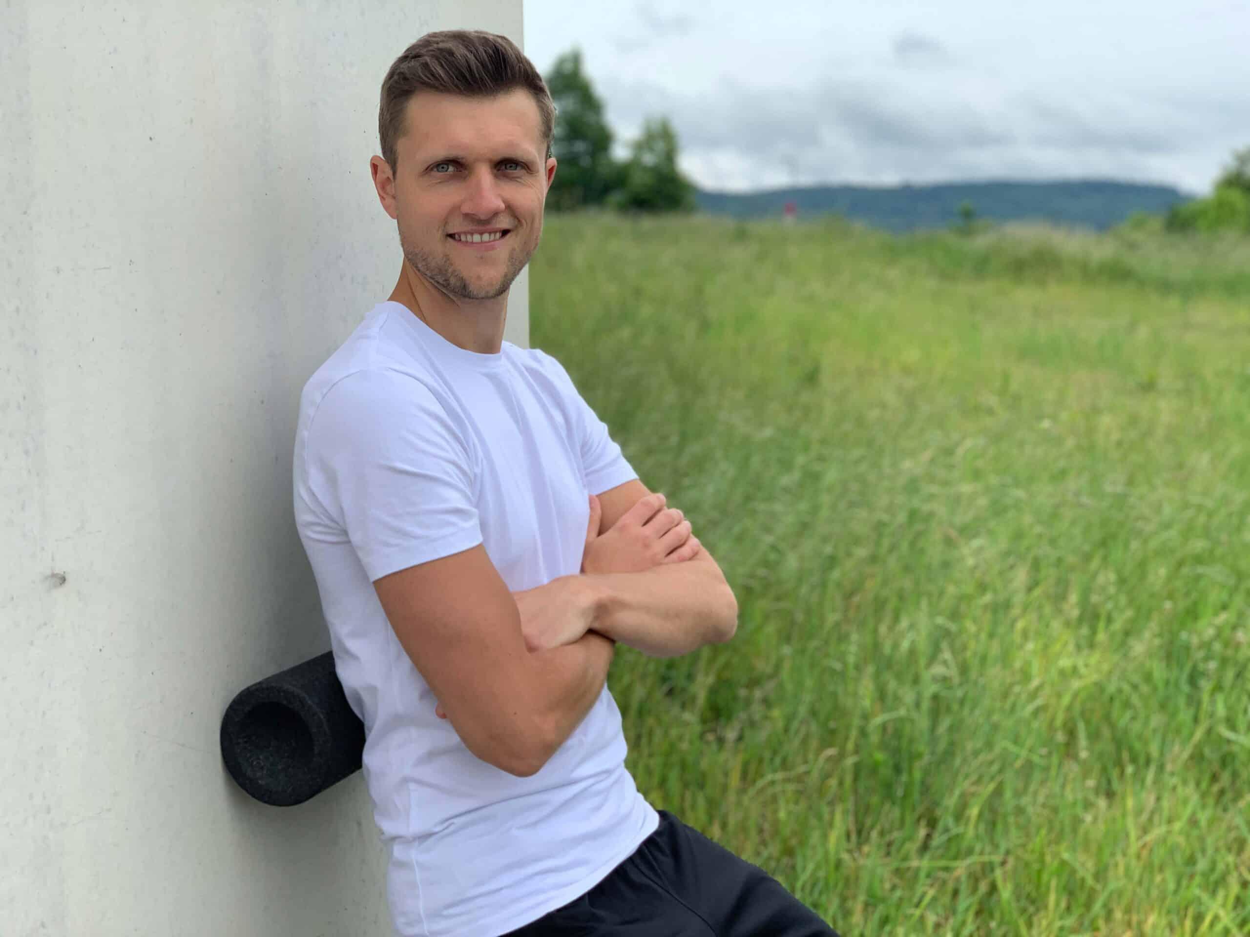 Morbus Bechterew Trainer mit Faszien-Rolle